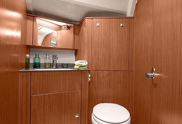BAV 41 - Naßzelle mit Waschbecken & Toilette in der Vorhütte