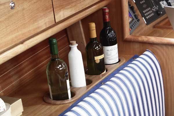 Bavaria 31 Cruiser - Abstellfläche für die Flaschen