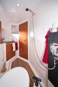 Bavaria 32 - natte cel met toilet en ruime douche