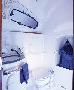 Bavaria 33 Cruiser - Naßzelle mit Toilette & Dusche (nicht auf der Hydra)