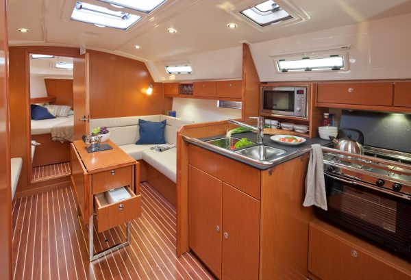Bav 36 Cruiser- uizicht vanaf keuken naar salon
