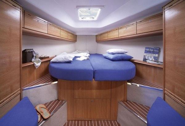 Bavaria 38  Kabine vorne im Schiff mit Doppelbett