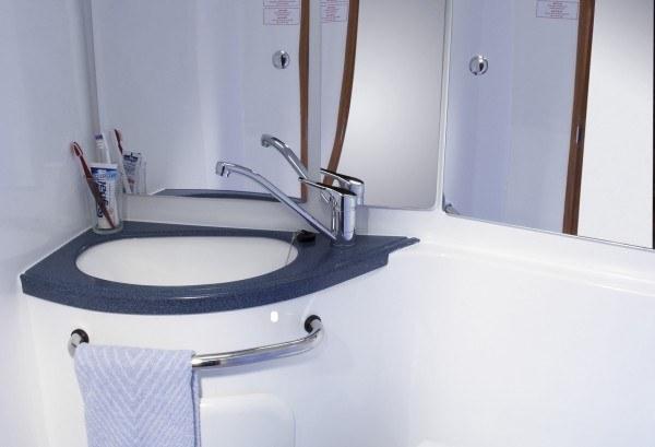 Bavaria 39 - Naßzelle mit Toilette vorne