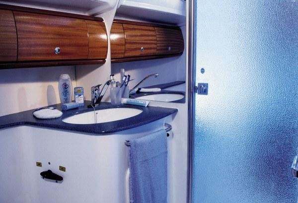 Bavaria 44 - Naßzelle mit seperate Dusche