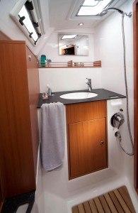 Bavaria 36 Cruiser - Naßzelle mit seperate Dusche