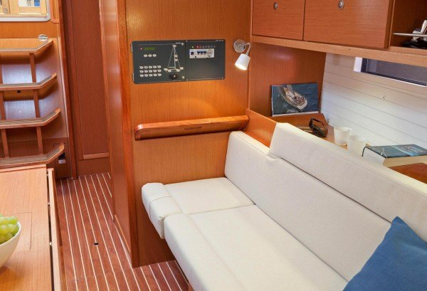Bavaria 36 Cruiser - Sicht aud di Navigationsecke