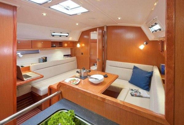Bavaria 36 Cruiser - Salon gesehen von der Küche