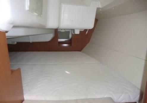 Beneteau Oceanis 31 - ein großes Doppelbett über die Breite des Schiffes