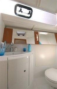 Beneteau Oceanis 34 - Naßzelle mit Toilette & Dusche