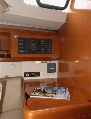 Beneteau Oceanis 34 -Navigationsecke