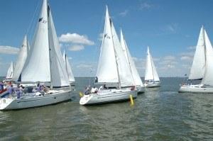 Regatta halve wind 4 jachten