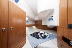 Bavaria 33 - geräumige Kabine hinten mit einem Doppelbett