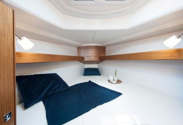 Bavaria 33 - Kabine vorne im Schiff mit einem Doppelbett